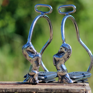 Stigbøjler i stål med hestemotiv